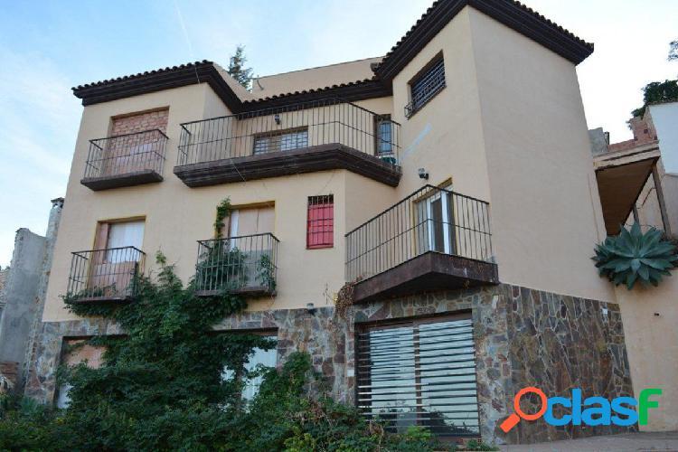 Chalet independiente de cuatro dormitorios con piscina privada e impresionantes vistas a la bahía. 1