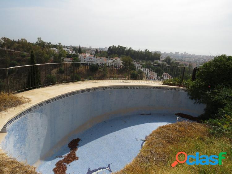 Chalet independiente de cuatro dormitorios con piscina privada e impresionantes vistas a la bahía. 2