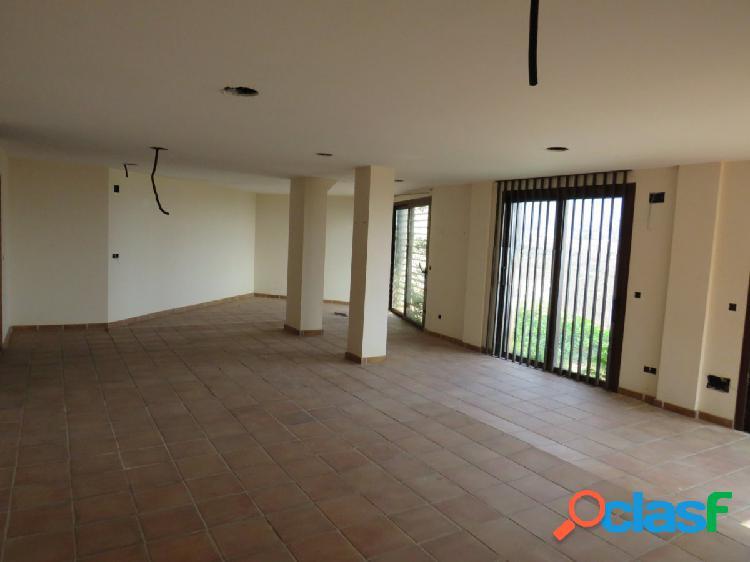 Chalet independiente de cuatro dormitorios con piscina privada e impresionantes vistas a la bahía. 3