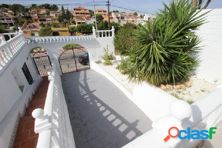 Magnífico Chalet con amplia parcela y piscina privada 3