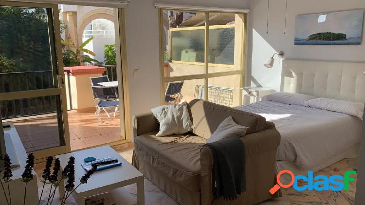Precioso estudio reformado en Romana Playa, Elviria, uno de los mejores barrios de Marbella. 2