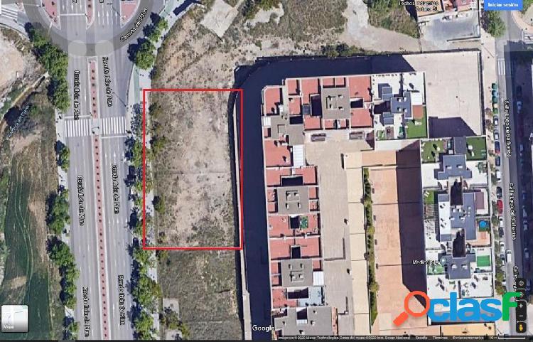 Se vende terreno urbano para uso terciario en miralbueno - zaragoza
