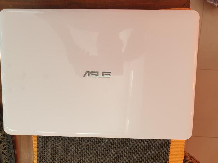 Portátil ligero asus mod. f540l color blanco
