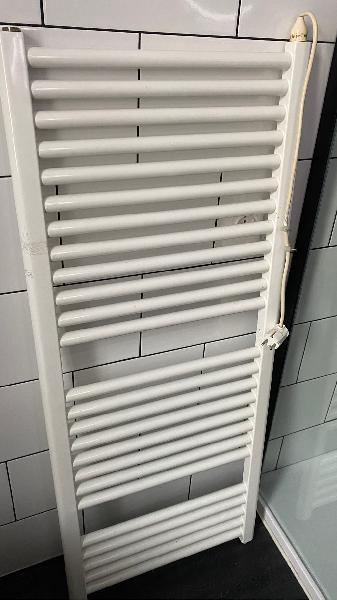 Radiador toallero eléctrico fluido