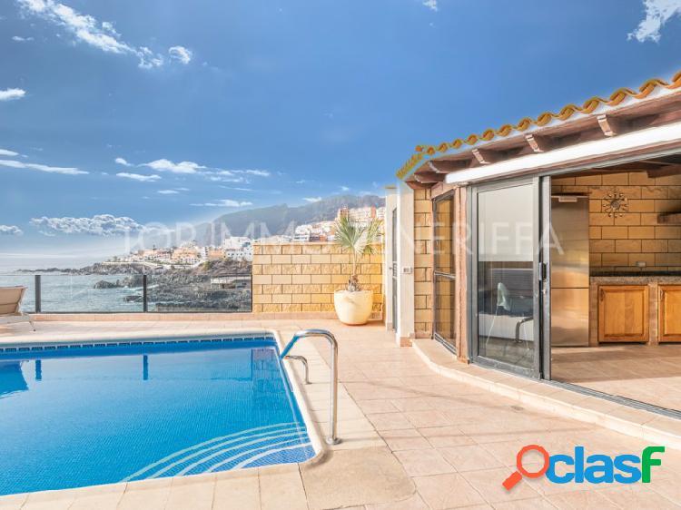 Impresionante villa en primera línea de mar en Playa la Arena