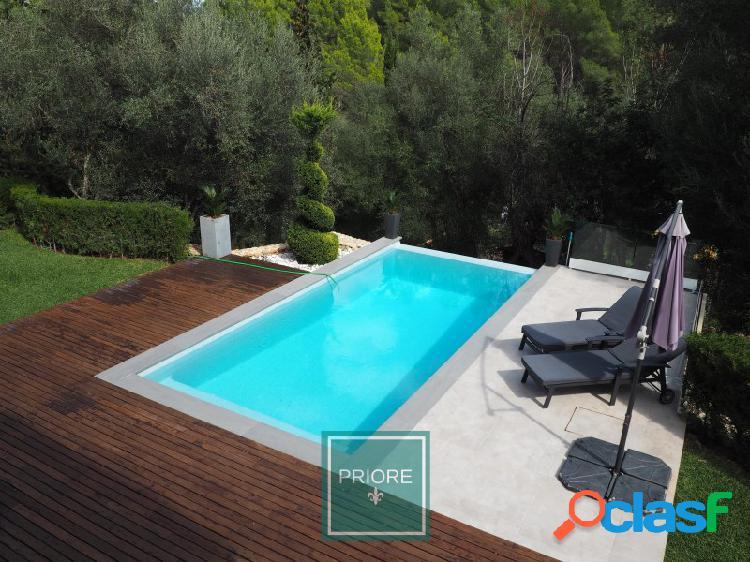 Encantador chalet de lineas modernas con piscina en plena naturaleza