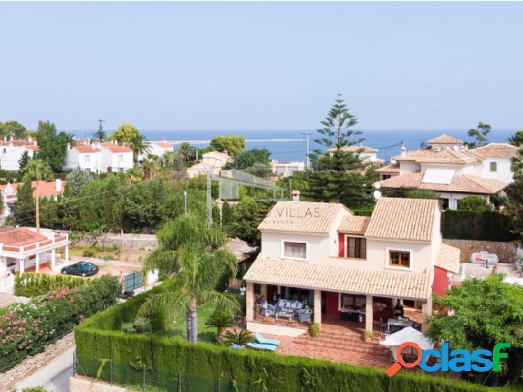 Villa de estilo mediterráneo con 4 dormitorios en venta en dénia