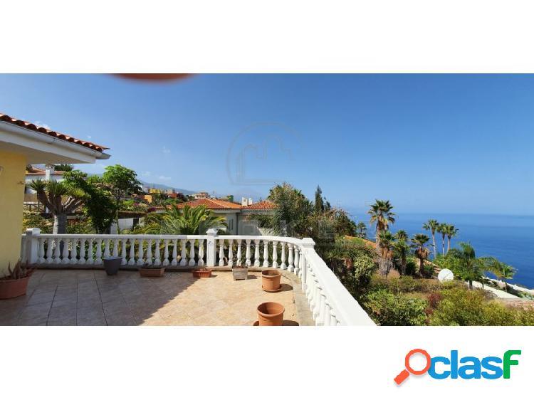 Amplio chalet con excelentes vistas en zona tranquila cerca del mar. 2