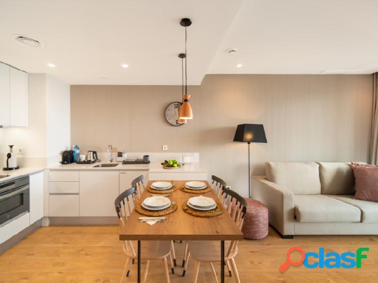 Apartamento Superior 1 dormitorio, 2 baños, Terraza independiente equipada con sillas, mesa y tumbonas. 1