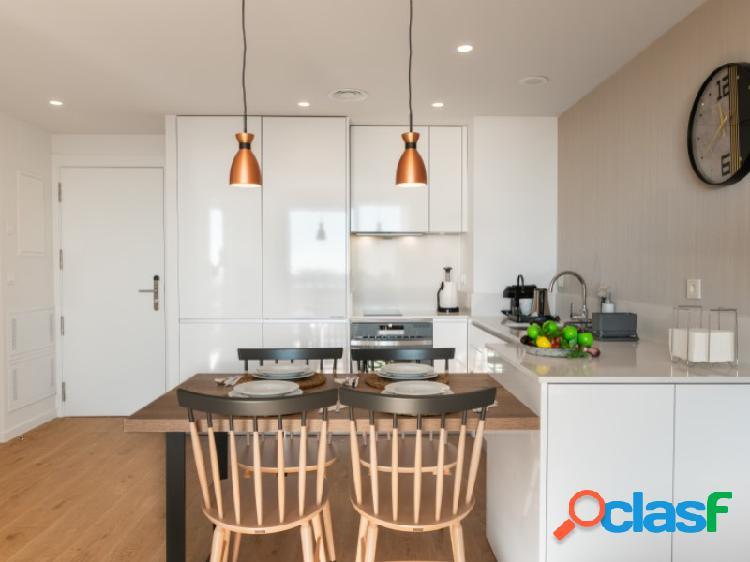 Apartamento Superior 1 dormitorio, 2 baños, Terraza independiente equipada con sillas, mesa y tumbonas. 3