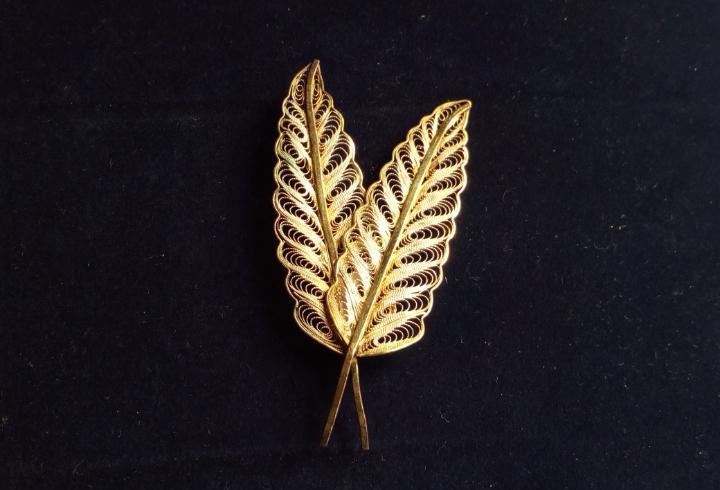 Broche plumas - filigrana -7 cms de longitud