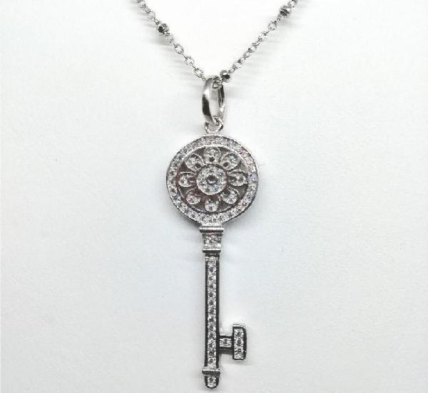 Colgante plata forma de llave.