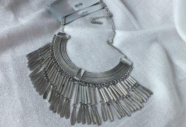 Collar gargantilla de estilo etnico en metal plateado con