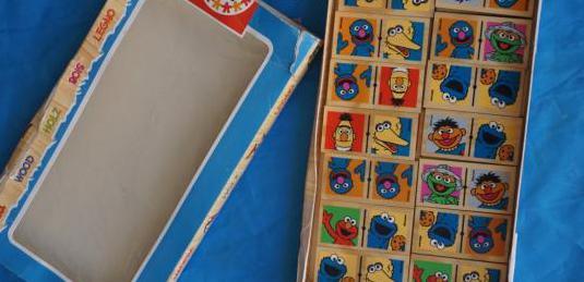 Domino barrio sésamo y regalo puzzle madera