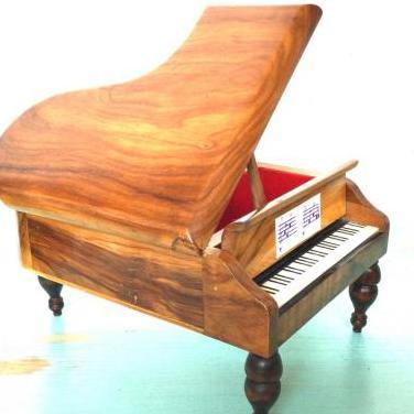 Piano de cola joyero musical