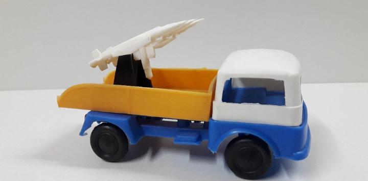 Camion lanzamisiles. juguete kiosko años 70. largo 13 cm