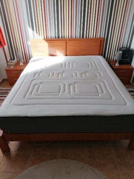 Colchón, base tapizada, estructura y cabecero