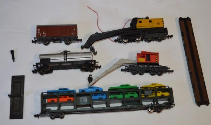 Escala n - lote antiguo y variado de vagones y grúas /
