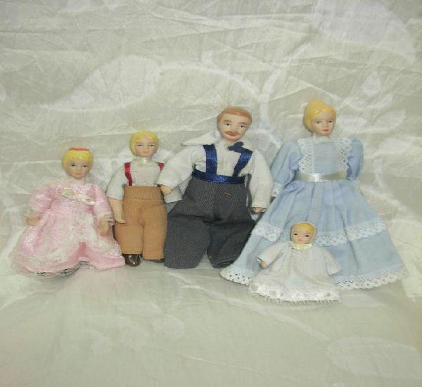 Familia para casita de muñecas