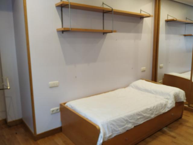 Dormitorio juvenil en madera de haya