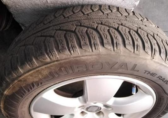 4 neumáticos 15' y llantas