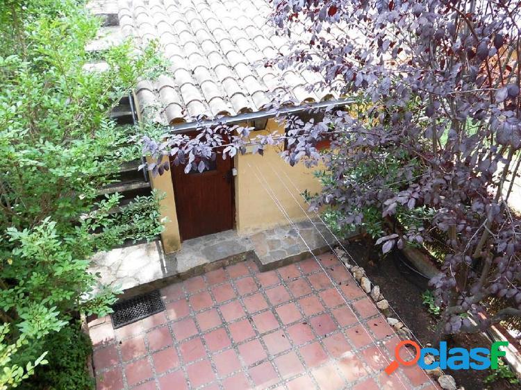 Casa adosada en la Urbanización Golf Costa Brava, situada cerca del Hotel. 1