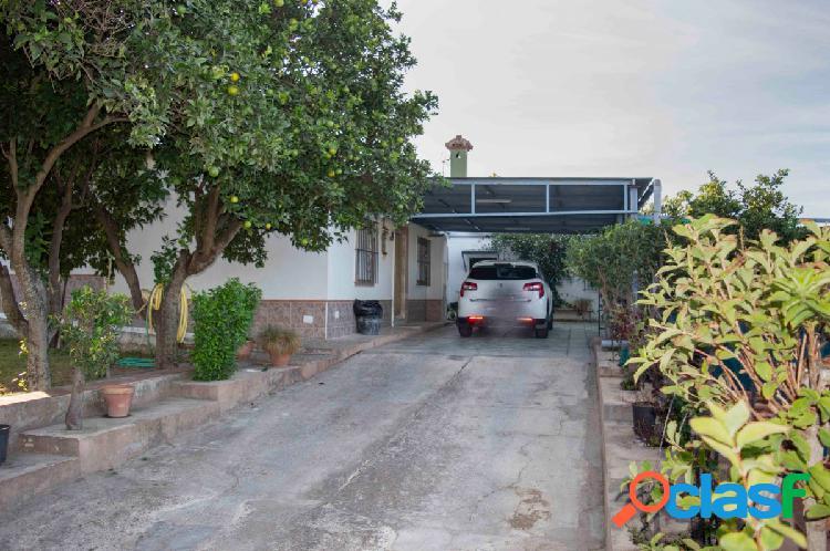 Parcela con 2 Casas en la zona de camino viejo de rota 3