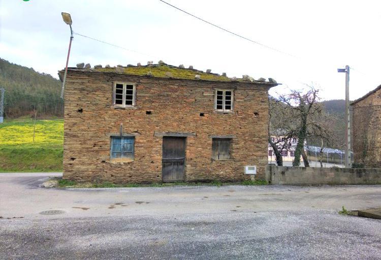 Venta de casa de piedra para reformar en lugo
