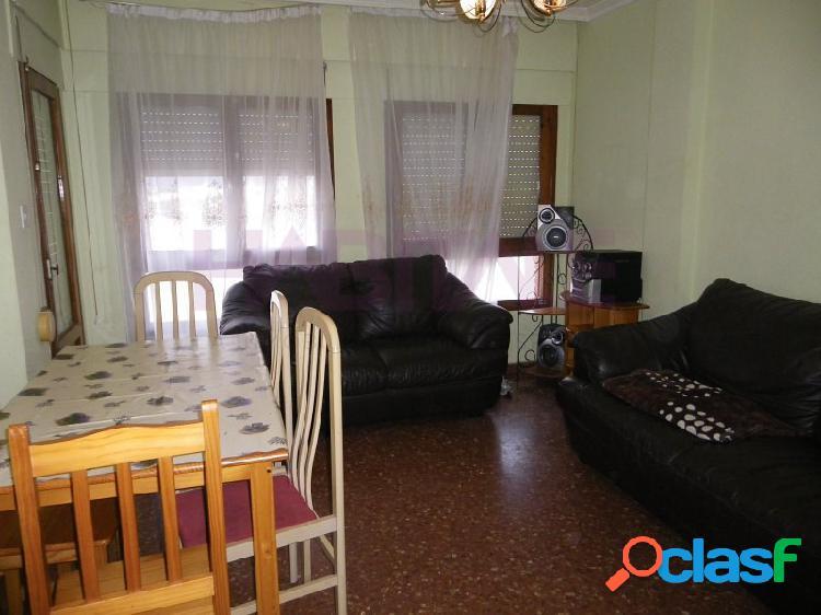 Se vende piso en riba-roja espectacular grande, en la mejor zona de riba-roja, con 4 habitaciones, 2 baños para verlo