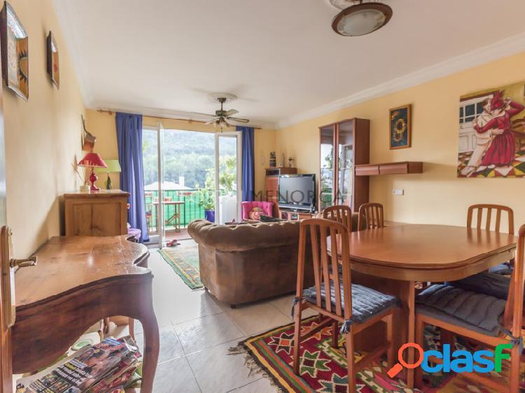 Cómodo piso de tres habitaciones con bonitas vistas en ferreries, posibilidad de alquiler con opción a compra