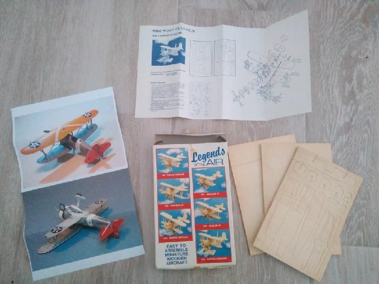 Avioneta montable de madera (vintage).