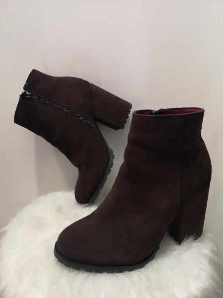 Botines piel marrón chocolate benetton. talla 36
