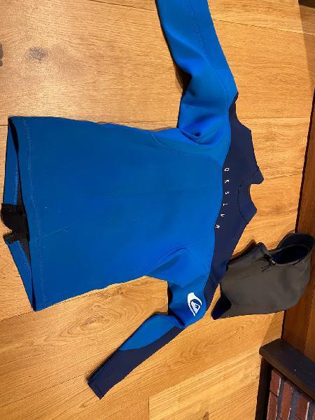 Camiseta neopreno quicksilver y gorro invierno