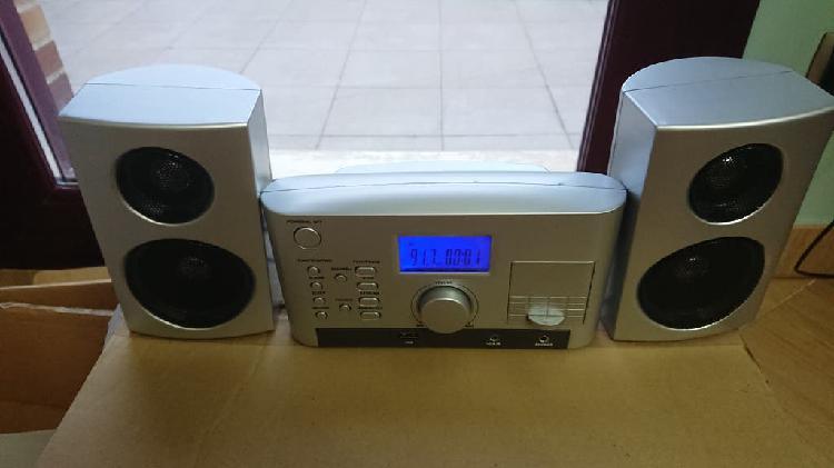Radio minicadena usb mp3, con reloj y alarma.