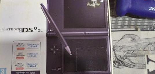 Nintendo dsi xl con muchos juegos