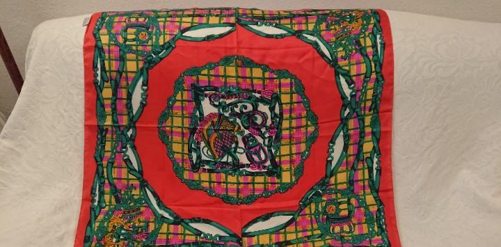 Pañuelo de seda, 87×87 cm