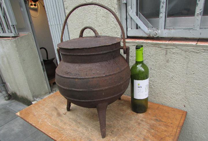 Pote olla caldero antiguo hierro fundido. 12 litros. tapa y
