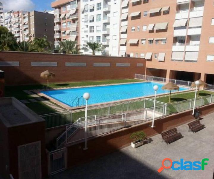 Piso 4 habitaciones en urbanización con piscina