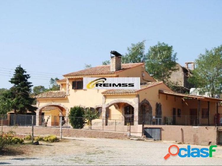Casa de campo,ideal cría de caballo,a 30 km del aeropuerto de girona y 60 km de barcelona (alquiler opción compra)