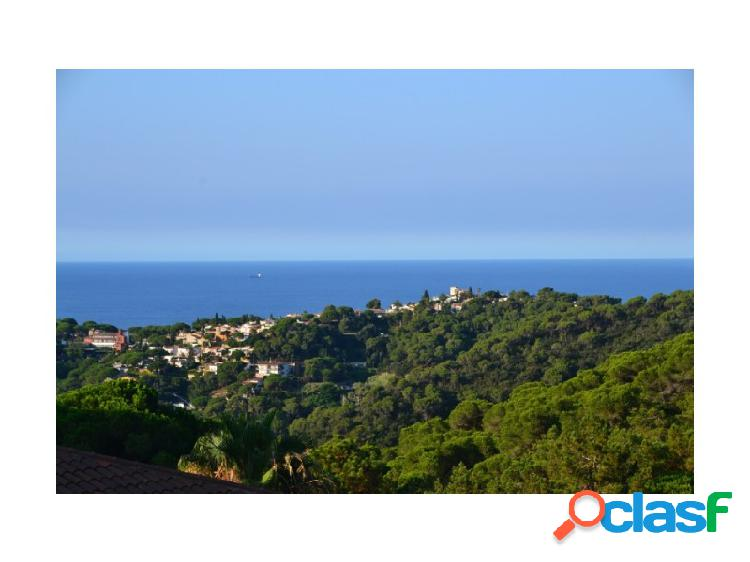 Encantadora villa en la hermosa zona de la Riviera, piscina y vista al mar cerca de la playa.