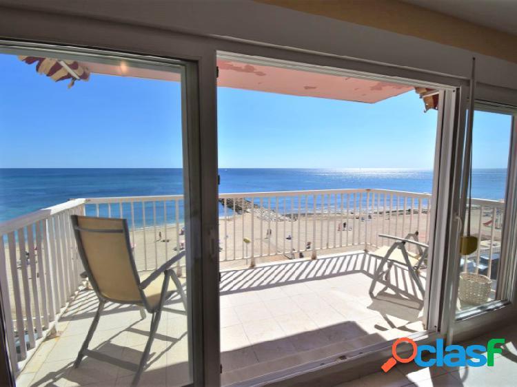 Apartamento primera linea de playa con plaza de garaje incluida