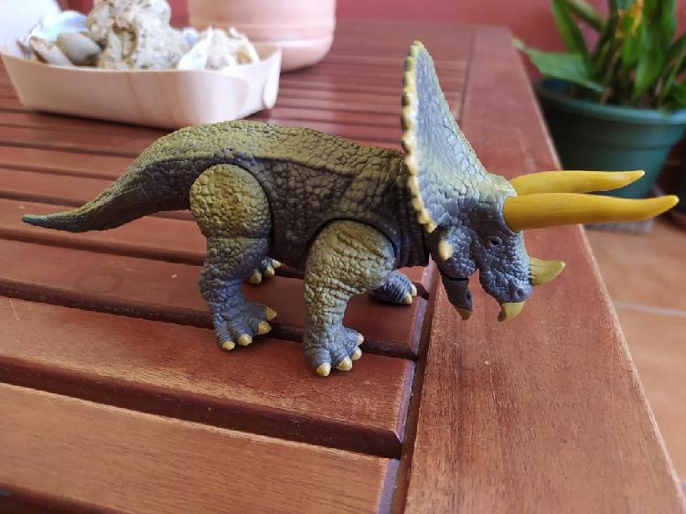 Triceratops de dragon-i toys