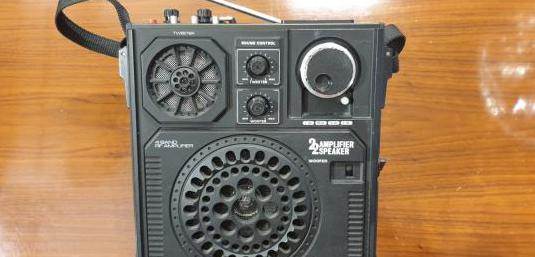 Radio portátil sanyo años 70