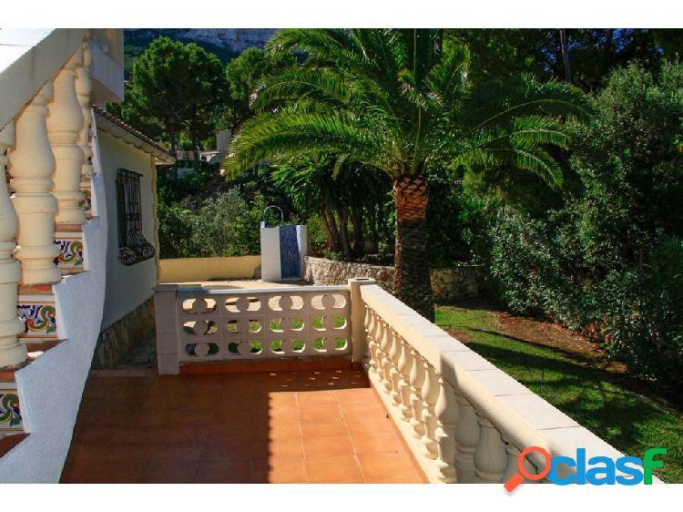 Villa de 3 habitaciones en Dénia, Montgo 1