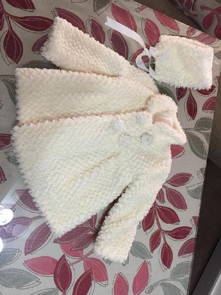 Abrigo niña blanco con capota
