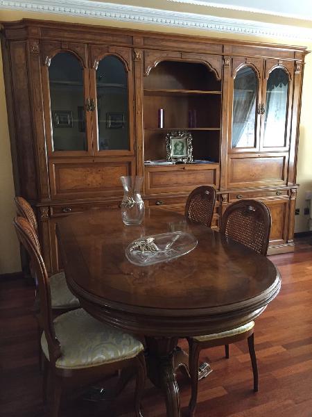 Conjunto salón librería, mesa y 6 sillas clasicas