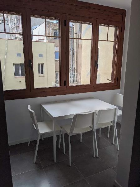 Ikea vangsta extendable table and 4 chairs (mesa e