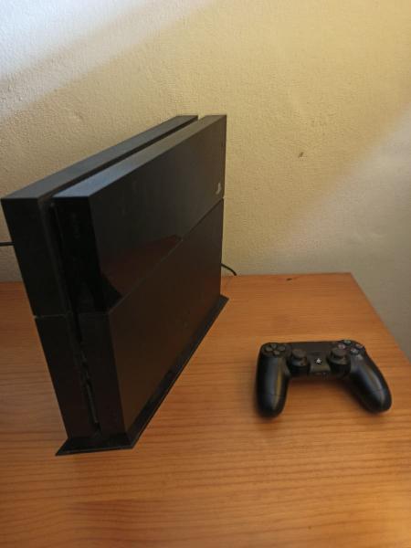 Ps4 500gb con juegos digitales.