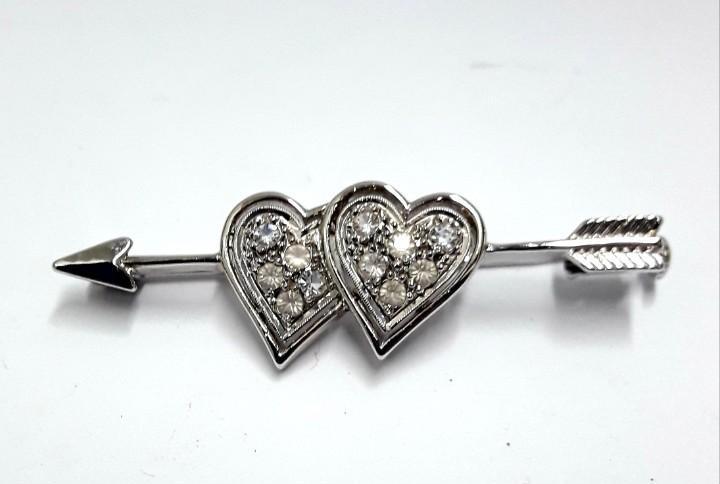 Aguja broche flecha cupido corazones en plata de ley rodiada