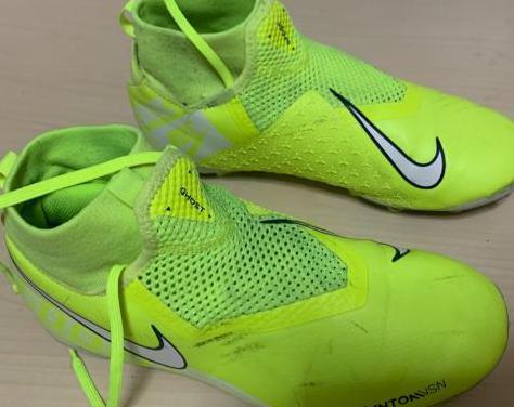 Botas de fútbol. talla 38.5